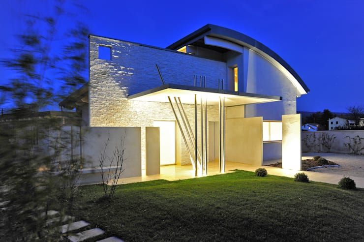 Villa Aquilani : Case in stile  di  INO PIAZZA studio