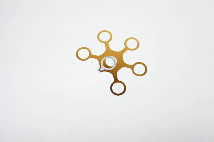 JOYN Gold and Silver: Hogar de estilo  de DesignCode