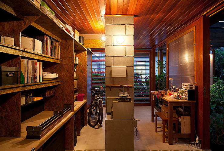 Atelier Pompeia: Garagens e edículas  por ODVO Arquitetura e Urbanismo