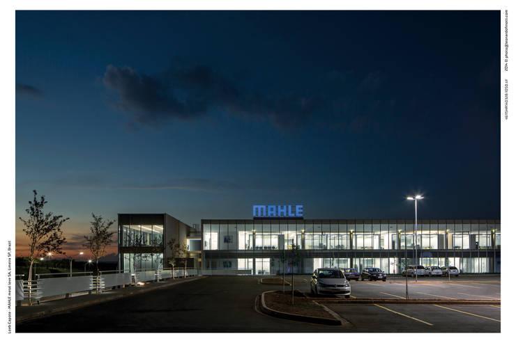 Centro de Distribuição - Mahle Metal Leve: Escolas  por LoebCapote Arquitetura e Urbanismo