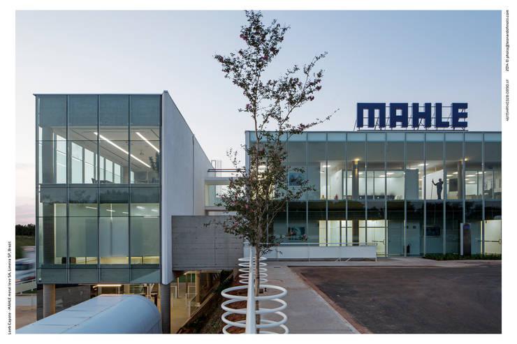 Centro de Distribuição – Mahle Metal Leve: Shopping Centers  por LoebCapote Arquitetura e Urbanismo