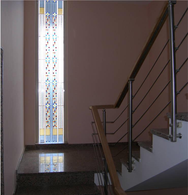 Ural Mimarlık ve Özel Sağlık Hizmetleri Ltd. Şti. – Modern  4:  tarz Pencere & Kapılar