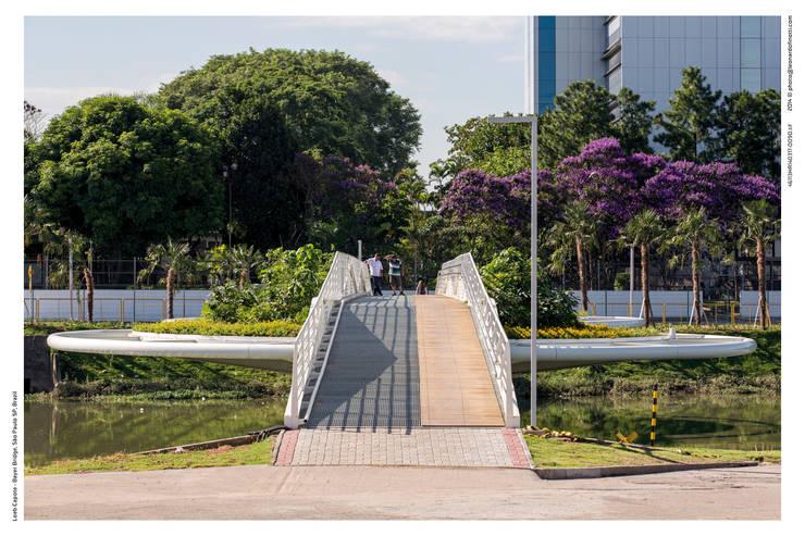 Ponte Friedrich Bayer - Ponte Móvel sobre o Canal Guarapiranga: Espaços comerciais  por LoebCapote Arquitetura e Urbanismo