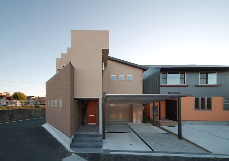 川を望む家: ヒロノアソシエイツ一級建築士事務所が手掛けた家です。,モダン
