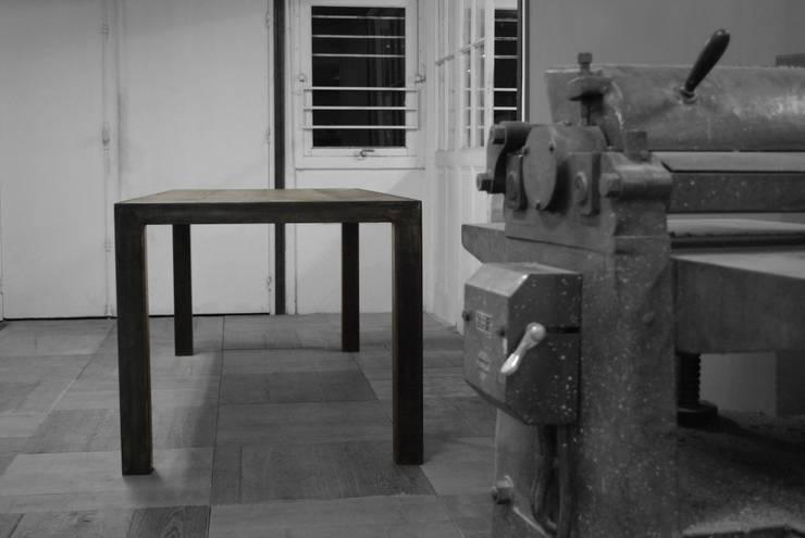 Constance: Salle à manger de style  par Rodrigue Fernandez
