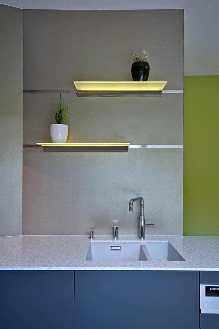 Dom w Overijse, Belgia: styl , w kategorii Kuchnia zaprojektowany przez SHOQ STUDIO Architektura i wnętrza