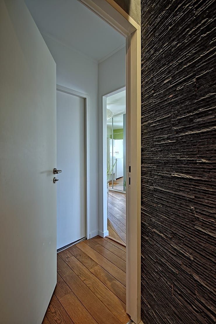 Dom w Overijse, Belgia: styl , w kategorii Korytarz, przedpokój zaprojektowany przez SHOQ STUDIO Architektura i wnętrza