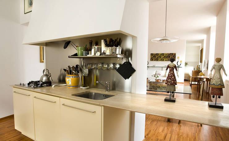 Kitchen by Giandomenico Florio Architetto, Modern