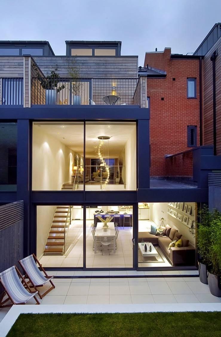 Rear external - showing kitchen / living / dining room:  Living room by LLI Design
