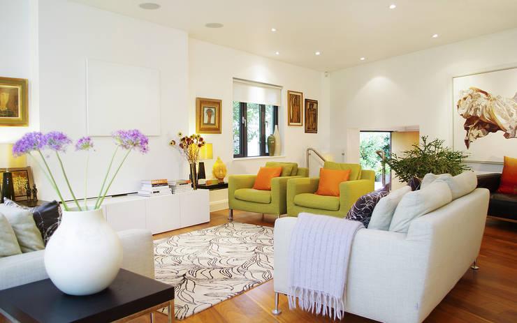 Colourful modern living room:  Living room by LLI Design