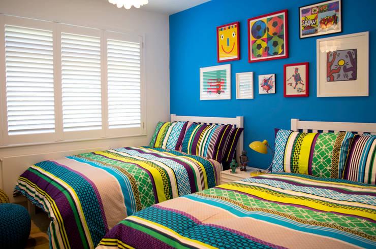 Colourful boys bedroom: modern Bedroom by LLI Design