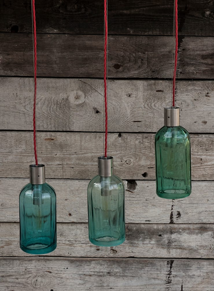 Lampion ryflowany z syfonu szklanego: styl , w kategorii Korytarz, hol i schody zaprojektowany przez NaNowo Industrial Design