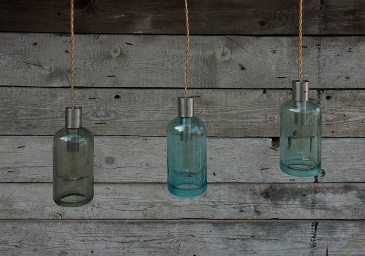 Lampion gładki ze szklanego syfonu: styl , w kategorii Łazienka zaprojektowany przez NaNowo Industrial Design