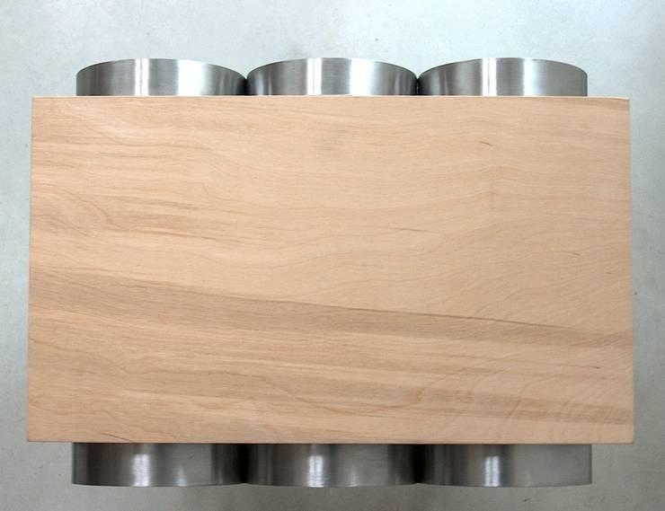 Wine & magazin rack: styl , w kategorii Kuchnia zaprojektowany przez NaNowo Industrial Design