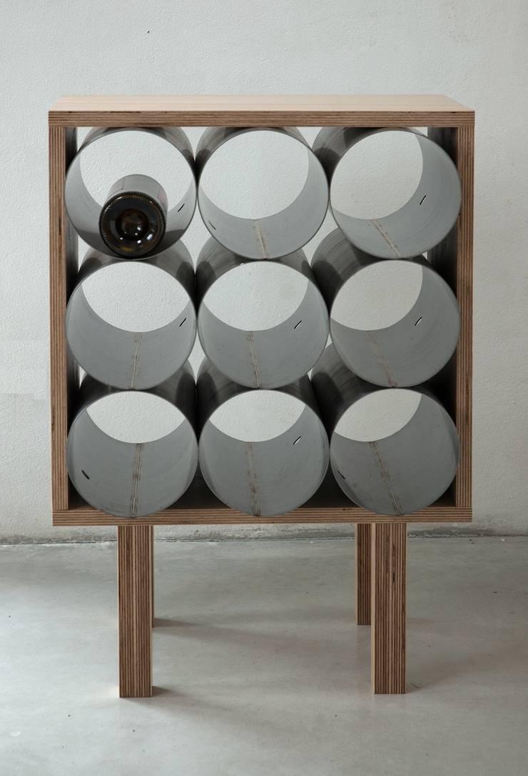 Gazetnik na wino: styl , w kategorii Jadalnia zaprojektowany przez NaNowo Industrial Design