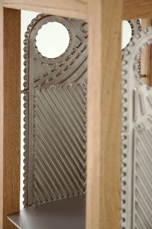Oak frame cabinet: styl , w kategorii Salon zaprojektowany przez NaNowo Industrial Design,