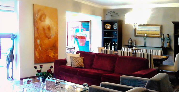 Interiors & Furniture design:  Living room by Carol Weston Architecture & Interiors