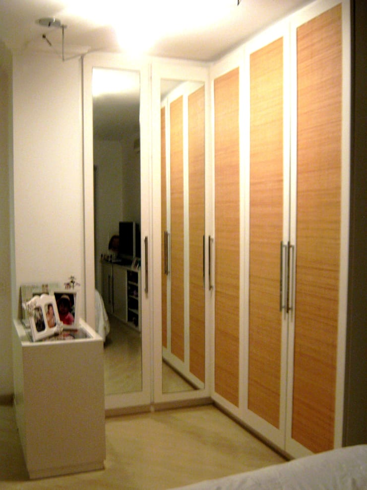 Interiors & Furniture design:  Dressing room by Carol Weston Architecture & Interiors