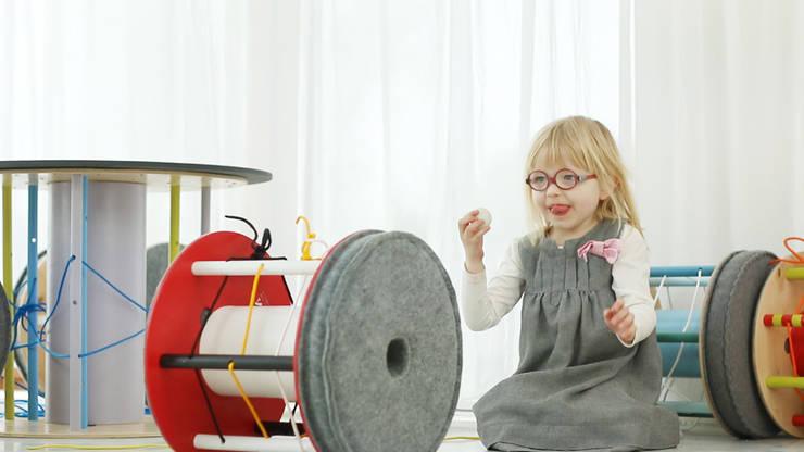 Pufa interaktywna: styl , w kategorii Pokój dziecięcy zaprojektowany przez NaNowo Industrial Design