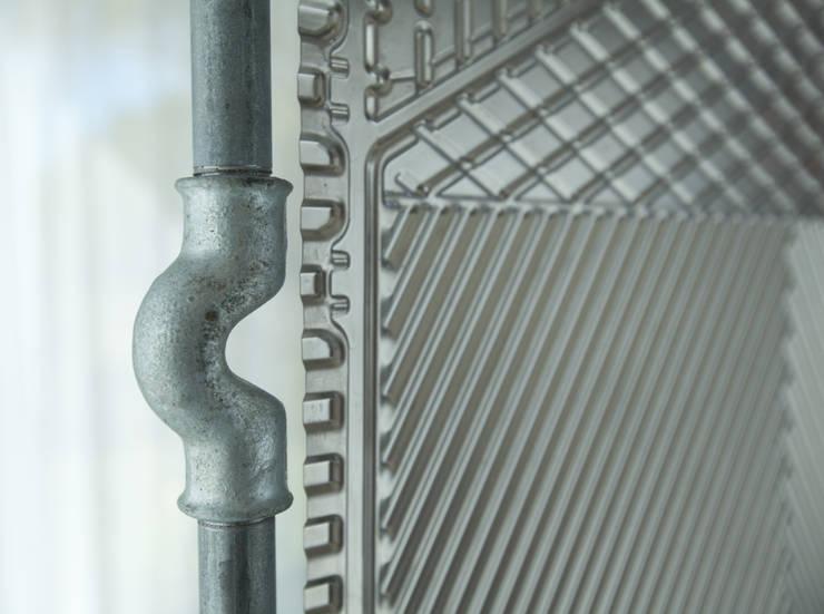 Parawan w ramie z rur hydraulicznych: styl , w kategorii Salon zaprojektowany przez NaNowo Industrial Design