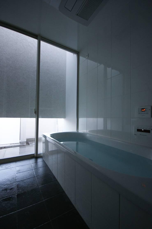 HT house: アクシス・アーキテクツ/AXIS ARCHITECT & ASSOCIATESが手掛けた浴室です。