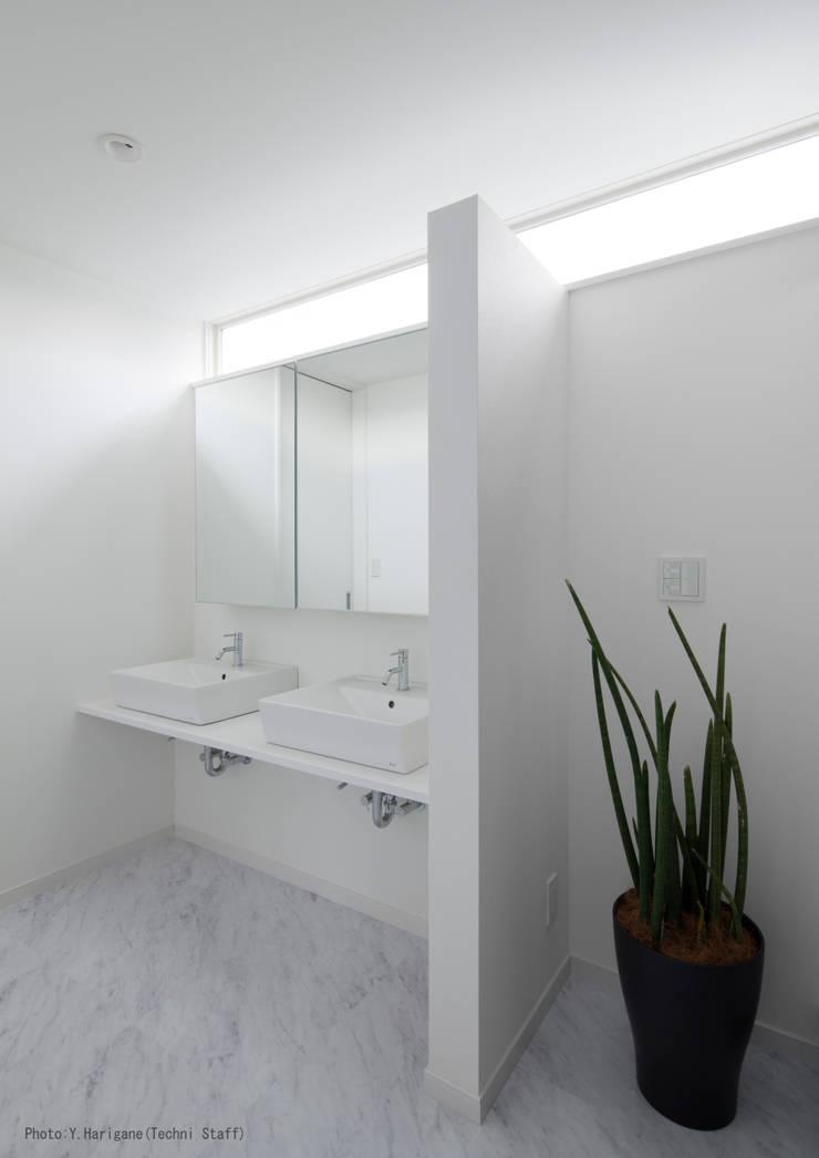 PLATE HOUSE: 松岡健治一級建築士事務所が手掛けた浴室です。,