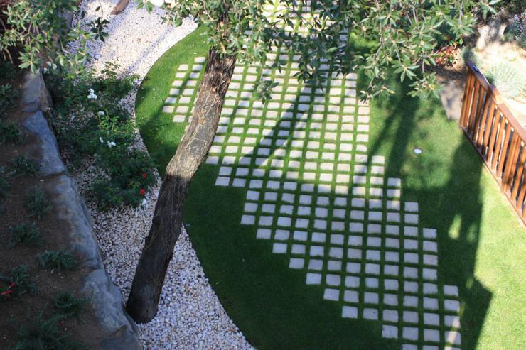 Jardín Costa Brava 1: Jardines de estilo  de JARDÍ PEDRA I ARIDS S.L.