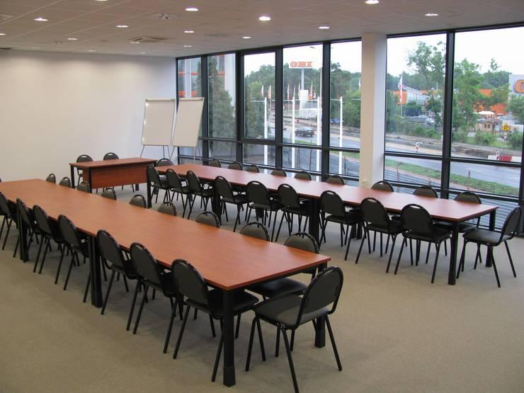 Sala konferencyjna: styl , w kategorii Przestrzenie biurowe i magazynowe zaprojektowany przez Akson Meble Biurowe