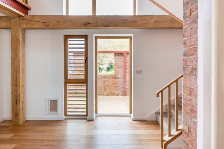 Hall:  Corridor & hallway by Whitaker Studio