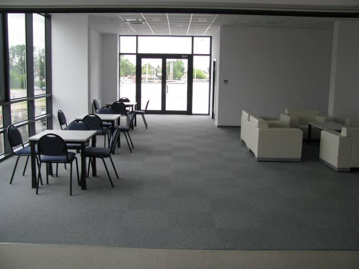 Poczekalnia i catering: styl , w kategorii Przestrzenie biurowe i magazynowe zaprojektowany przez Akson Meble Biurowe