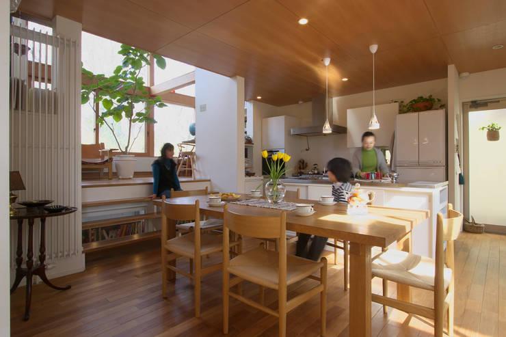 Comedores de estilo  de 長浜信幸建築設計事務所
