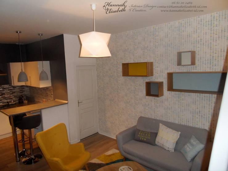Décoration salon avec cuisine ouverte: Salon de style  par HANNAH ELIZABETH INTERIOR DESIGN & CREATION