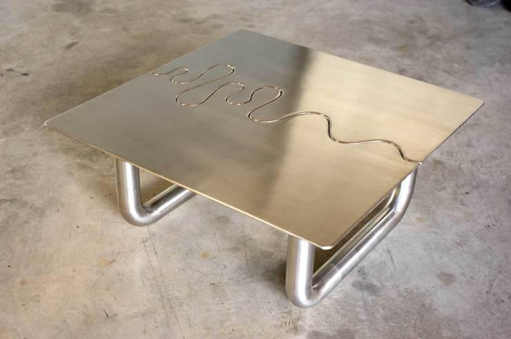 """Table """"LACET"""": Salon de style  par Coolfabrik"""