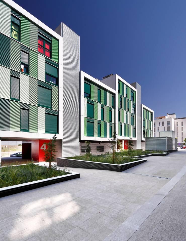 120 SOCIAL HOUSING UNITS, MADRID: Casas de estilo  de BAT - Bilbao Architecture Team