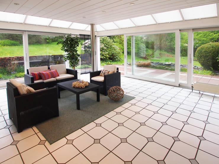 Elegant wohnen auf dem Land:   von B&D Bauwerkssanierung GmbH - Home Staging