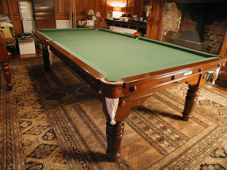 9 ft De'Oro Snooker/Pool Convertible Dining Table:  Dining room by HAMILTON BILLIARDS & GAMES CO LTD