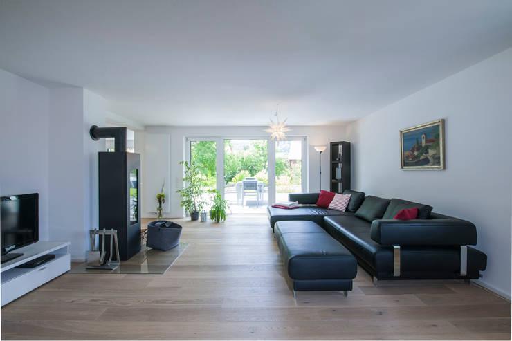Projekty,  Salon zaprojektowane przez KitzlingerHaus GmbH & Co. KG