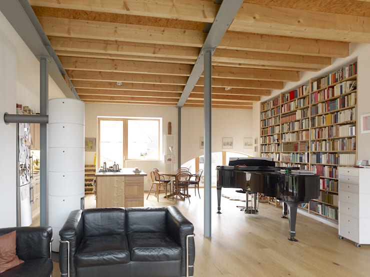 Living room by +studio moeve architekten bda