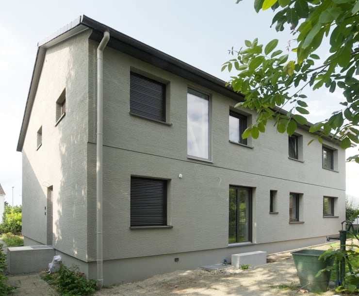 Studio Becher: Kernsanierung in Wiesbaden, 2014: klassische Häuser von homify