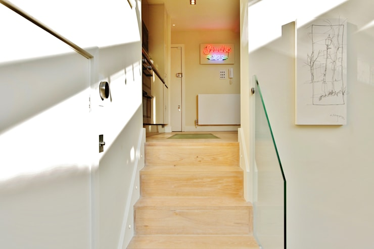 Munster Road :  Corridor & hallway by BTL Property LTD