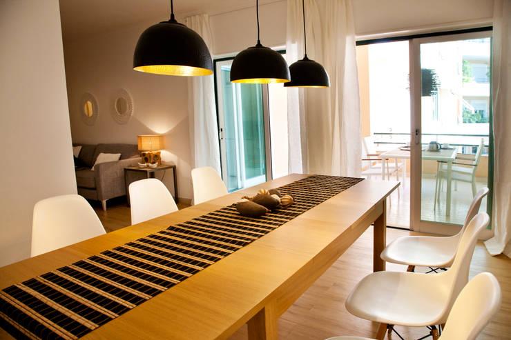 Projekty,  Jadalnia zaprojektowane przez Home Staging Factory