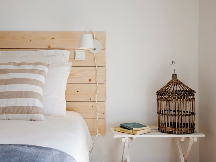 bedroom: Quartos minimalistas por Home Staging Factory