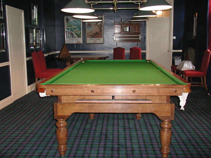 10 ft Oak Chapman Diner:  Dining room by HAMILTON BILLIARDS & GAMES CO LTD