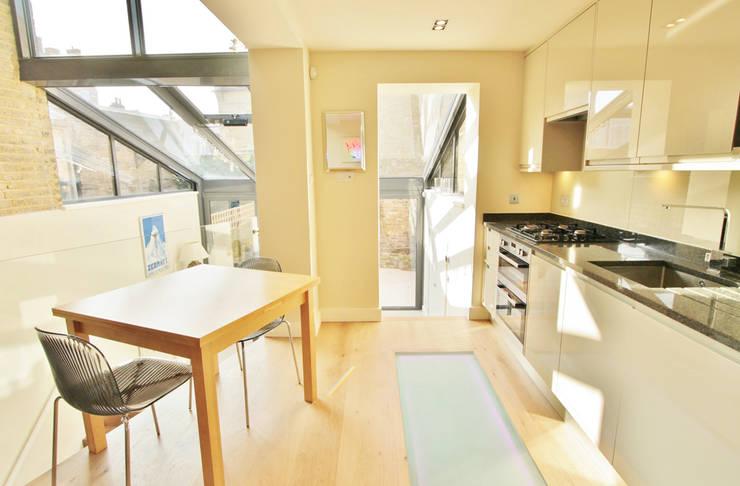 Munster Road :  Kitchen by BTL Property LTD