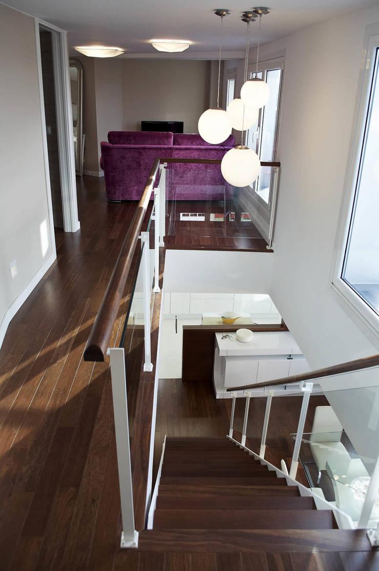 Reforma integral de piso: Pasillos y vestíbulos de estilo  de Intra Arquitectos