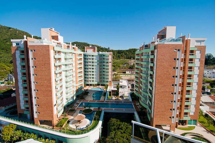 Alameda Domo Club & Residence: Casas  por Mantovani e Rita Arquitetura