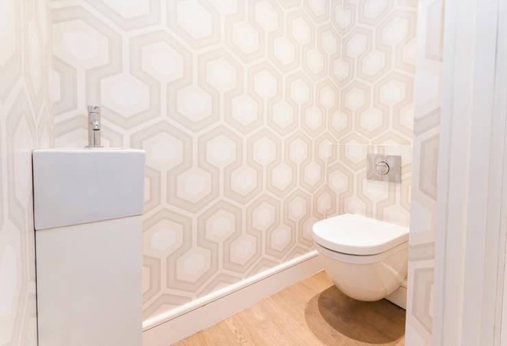 Roland Gardens : modern Bathroom by BTL Property LTD