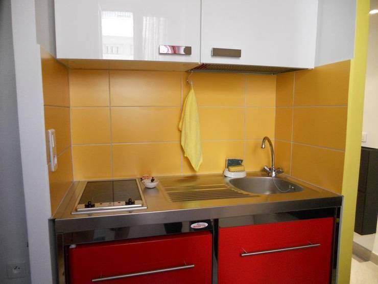 La cucina: Cucina in stile  di UAU un'architettura unica