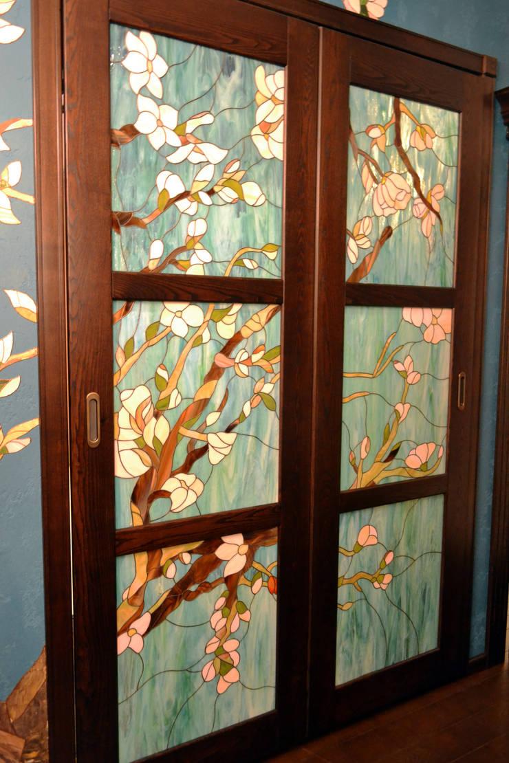 Дверь и витраж: Окна и двери в . Автор – Студия дизайна Натали Хованской