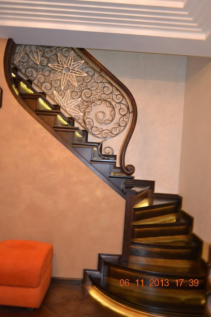 Лестница: Прихожая, коридор и лестницы в . Автор – Студия дизайна Натали Хованской